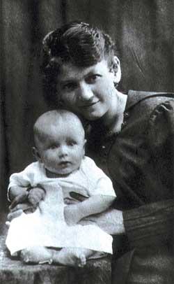 Эмилия Войтыла с маленьким Королем